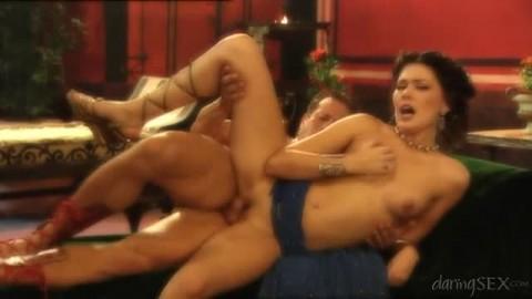 Grosse sodomie pour faire jouir Milla Pussinova