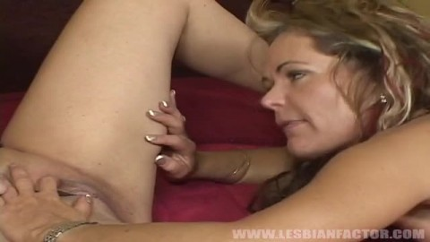 Kelly Leight et Wanda Lust deux pornstars blondes