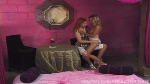 Peyton Leigh et une amie pour des coups de langue entre filles