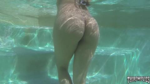 Vicki Chase adore le pénis de cet étalon
