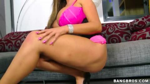 Les gros seins de la salope Emma Butt
