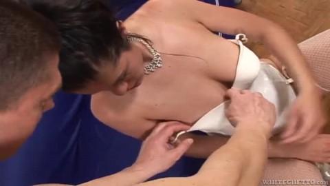 Belle baise pour une femme très poilue
