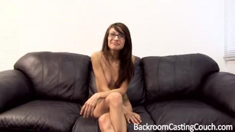Geekette passe un casting douloureux pour son anus