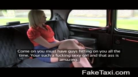 Cette MILF se fait défoncer et fister dans un taxi