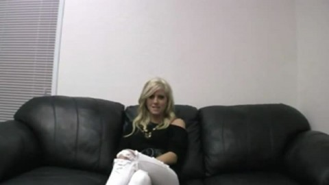 Casting d'une jeune blonde ultra sexy