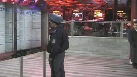 un policier gay encule un mec