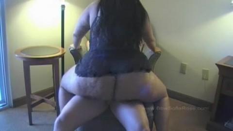 Le cul baisée de Sofia Rose dans une chambre