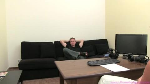Il réalise son tout premier casting porno