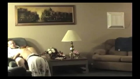 Il baise la femme de son meilleur ami militaire et il l'a film en caméra cachée