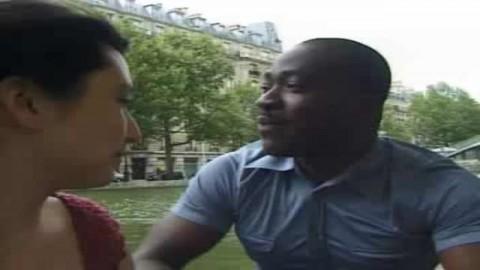 une parisienne poilue suce un black