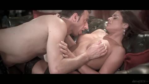 Cathy Heaven dans un porno chic