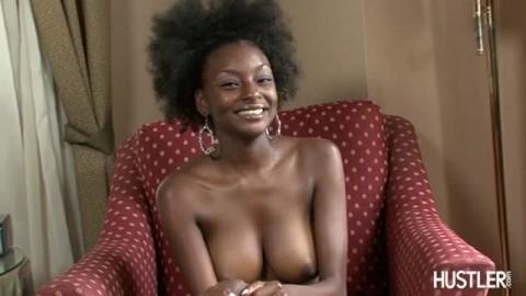 Lola Givings se tape un homme noir