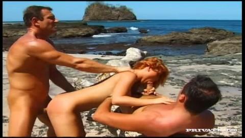 Elle a deux hommes pour la baiser