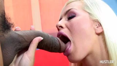 bite géante pour Tara Lynn Foxx